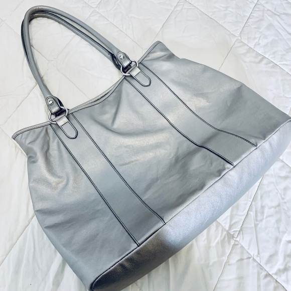 Apt. 9 Handbags - APT 9 Silver Shoulder Bag
